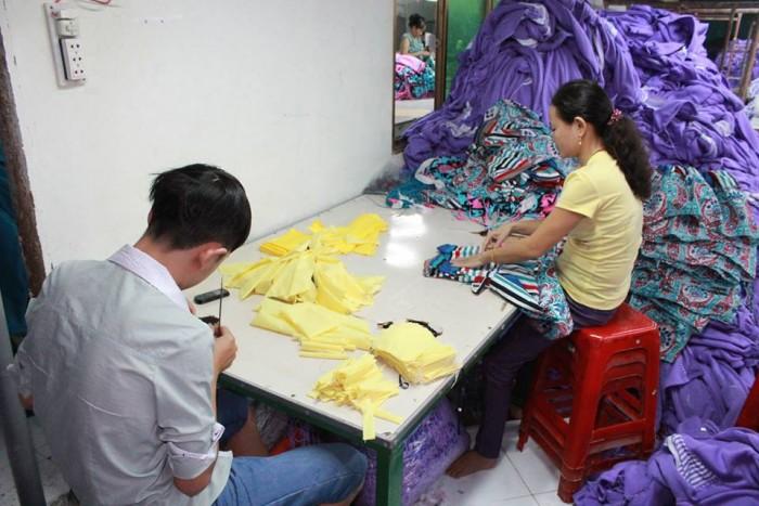 May áo thun đồng phục được may gia công tại Xưởng may gia công Trang Trần | Phụ vụ nhu cầu của các mối buôn lớn, các shop có chuỗi cửa hàng một cách chu đáo nhất.