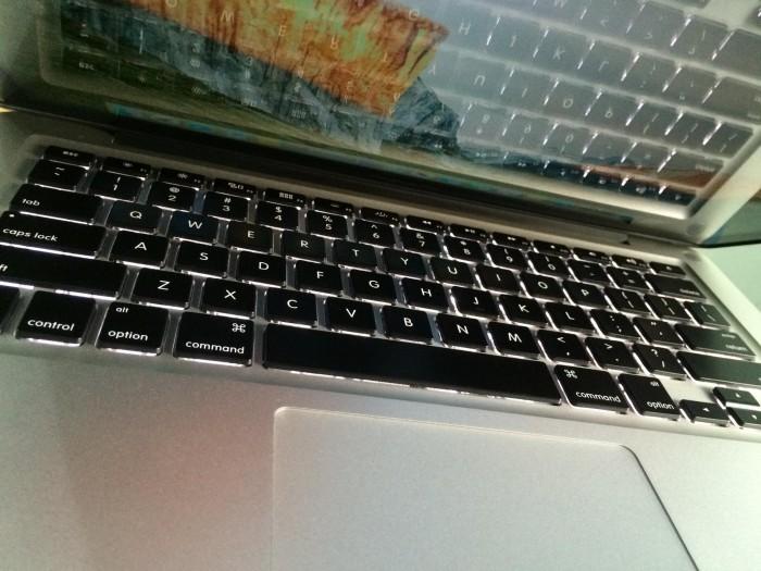 Macbook Pro MC375 | bàn phím chiclet, đèn bàn phím.