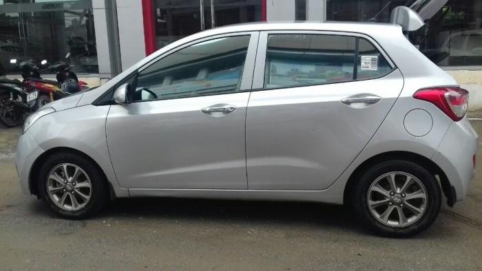 Hyundai i10 2014 màu bạc giá cực HOT 4