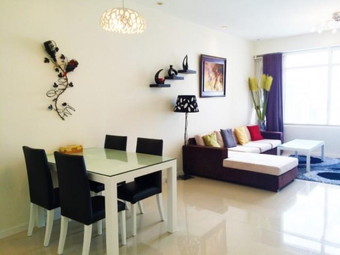 Cho thuê căn hộ Saigon 2 phòng ngủ lầu cao view city đầy đủ nội thất