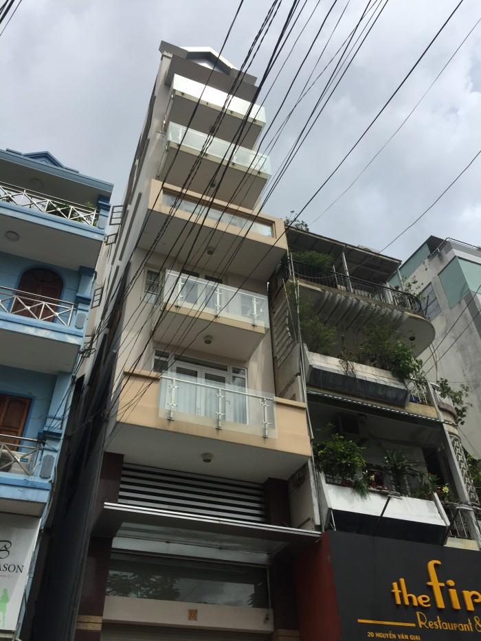 Chính chủ bán nhà hẻm 12 đường Nguyễn Thị Minh Khai, Q. 1, DT: 9x10m.