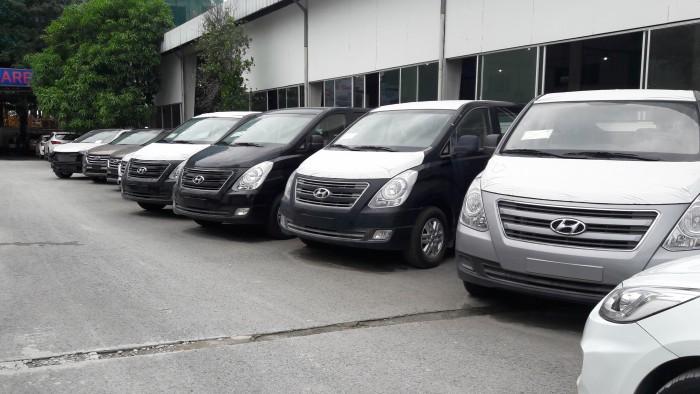Chỉ cần trả trước 275 triệu đồng là sở hữu ngay Hyundai starex 9 chỗ, xe giao ngay, hỗ trợ tối đa nhu cầu của quý khách 1