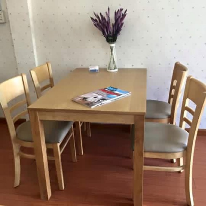 Bộ bàn ăn gỗ cao su tự nhiên1