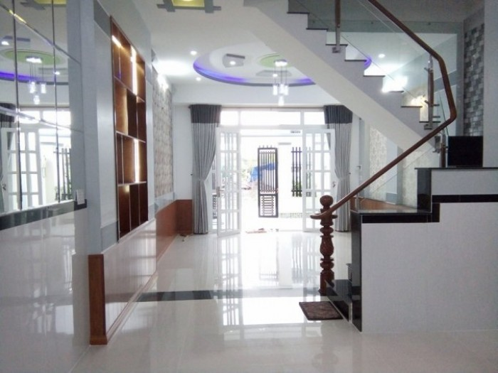 Bán nhà mới xây đường Phan Văn Hớn, DT 75m2, sổ hồng riêng