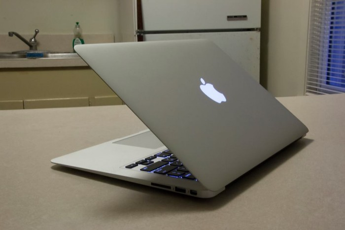 Macbook Air 2012 | Cpu core i5 1.7G. (4cpus)