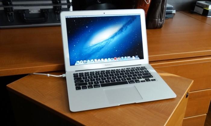 Macbook Air 2012 | phím chiclet, đèn bán phím cực đẹp.