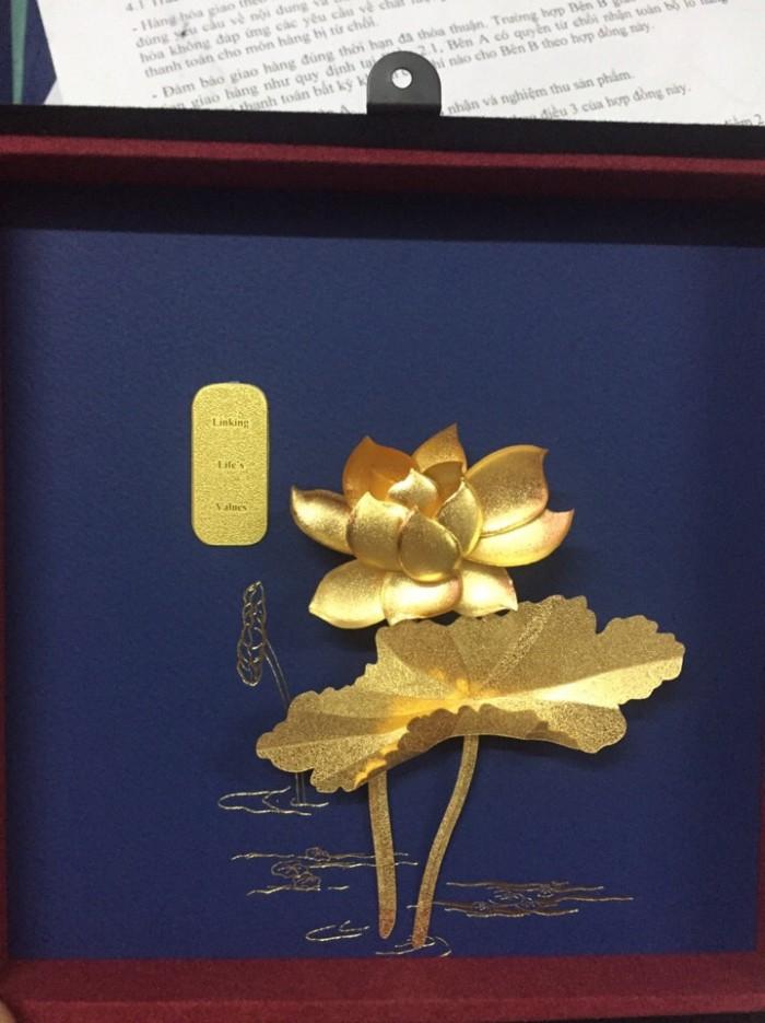 Tranh hoa sen mạ vàng làm quà tặng 20-11, đối tác cao cấp