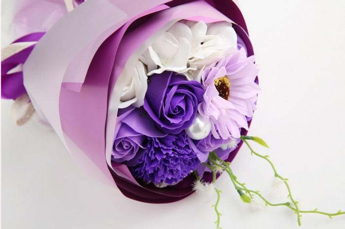 Hoa hồng vàng tượng trưng cho tình bạn chân thành,cho sự tin tưởng và niềm vui