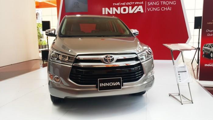 Cần bán xe Toyota Innova đời 2016 giao xe ngay