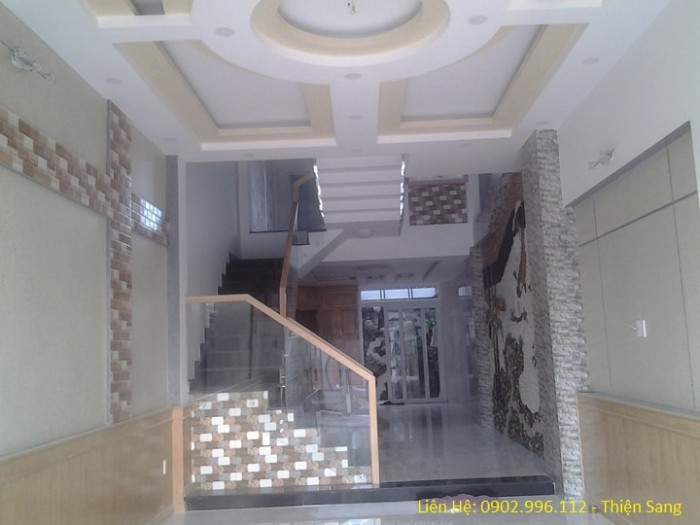 Nhà phố mẫu mới 100% - tuyệt đẹp - 1 lầu, đường ô tô 5M, giáp Bình Tân.