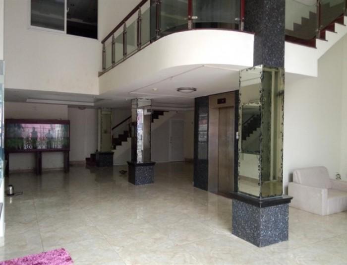 Cho thuê nhà đường Nguyễn Tri Phương ngay trung tâm thành phố sầm uất.