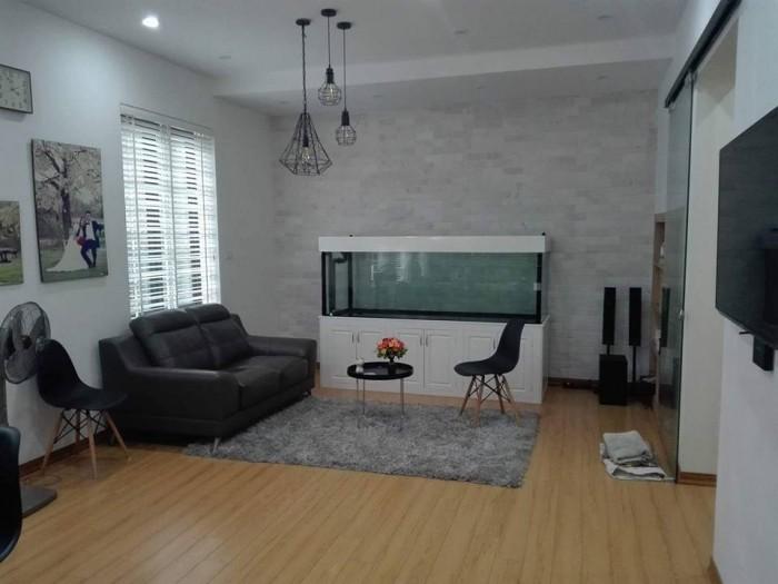 Bán gấp nhà đẹp phố Thái Thịnh ôtô vào nhà :DT:55m2, MT:6,8m. Giá: 8 tỷ