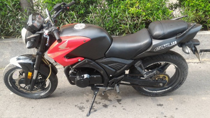 Moto hiệu CBR 125cc hàng USA bs-02969,màu đen nga