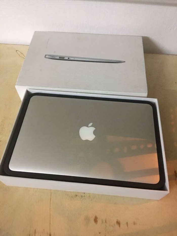 Macbook Air 11inch MD224 fullBox | CPU: Intel core I5 1.8Ghz