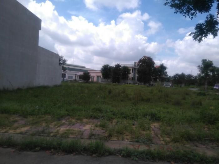 Cần bán nền đất gần chợ Thuận Đạo ở thị trấn Bến Lức