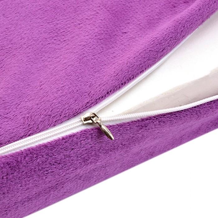 Ruột cao su non có độ đàn hồi cao, vỏ ngoài nhung mềm mượt và sành điệu, có khóa kéo tiện lợi được giấu tinh tế, không lộ.