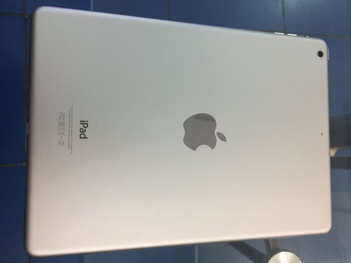 Ipad ari 16gb wifi only mau trang