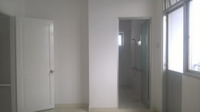 Bán căn hộ Phú An, giá rẻ, có sổ hồng, sân vườn riêng.