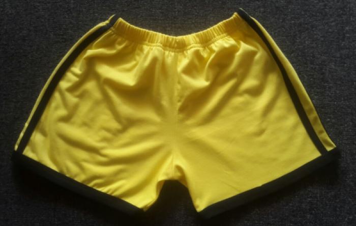 Quần thể dục mầm non | Mặt trước | Màu sắc: vàng cúc phối đen | Chất liệu: vải cotton 65/35