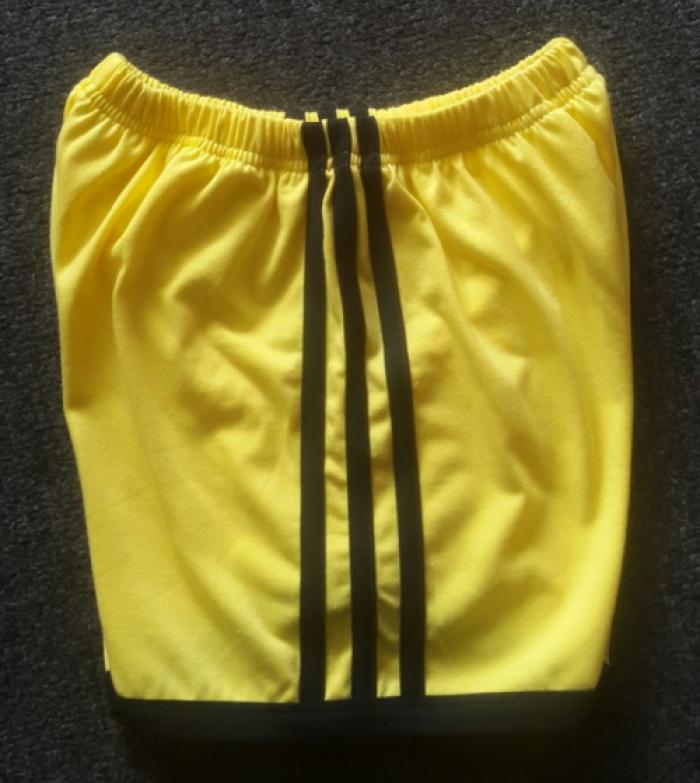 Quần thể dục mầm non | Mặt ngang | Màu sắc: vàng cúc phối đen | Chất liệu: vải cotton 65/35