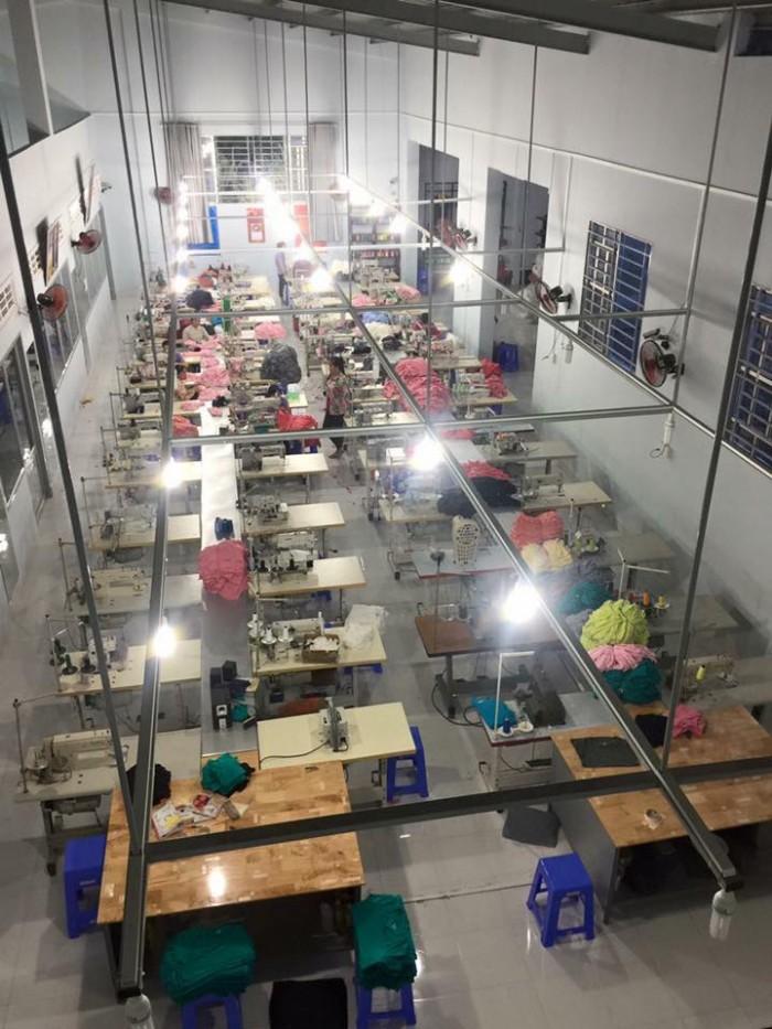 Xưởng may gia công Xưởng may LiMac  chuyên nhận may gia công đồng phục gia đình, áo đôi rẻ đẹp cả số lượng ít và số lượng nhiều. Với các shop đồ đôi, shop quần áo thời trang, các mối buôn, bỏ sỉ, liên hệ ngay với Xưởng may LiMac  để nhận báo giá nhanh và rẻ nhất trên thị trường.