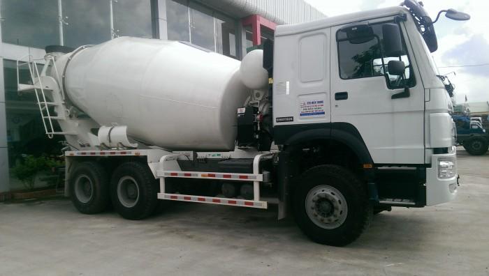 Động cơ - NSX: SINOTRUK. - Kiểu loại: WD615.47, tiêu chuẩn khí thải EUROII. - Diesel4 kỳ, phun nhiên liệu trực tiếp. - 6 xilanh thẳng hàng làm mát bằng nước, turbotăng áp và làm mát trung gian. - Công suất max: 371  mã lực (273kw)/ 2200 v/ph. - Mômen max: 1350Nm/1100-1600 v/ph hoặc 1500Nm/1100-1600 v/ph. - Đường kính x hành trình pistong: 126x130 mm. - Dung tích xilanh: 9726ml. Tỷ số nén: 17:1. - Suất tiêu hao nhiên liệu: 195g/kWh; Lượng dầu động cơ: 23L. - Lượng dung dịch cung cấp hệ thống làm mát (lâu dài): 40L. - Nhiệt độ mở van hằng nhiệt: 71oC. - Máy nén khí kiểu 2 xilanh.