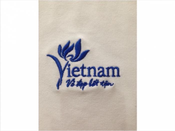 Logo áo được thêu gia công trên chất liệu vải cá sấu tốt | Thực hiện may bởi May Lê Thành
