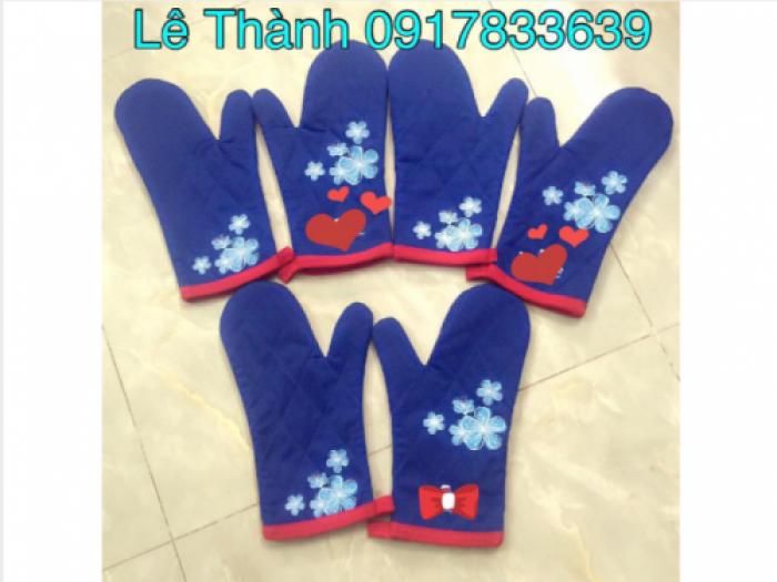 Găng tay đồng phục Bluestone Tara | GĂNG TAY TARA | Kiểu găng tay: găng tay màu xanh bis có nhiều đường chéo, viền cổ tay màu đỏ tươi, lớp trong có phủ lớp nĩ,in mặt trước và mặt sau | Chất liệu: kaki dày | Màu sắc: xanh bis phối cổ tay đỏ