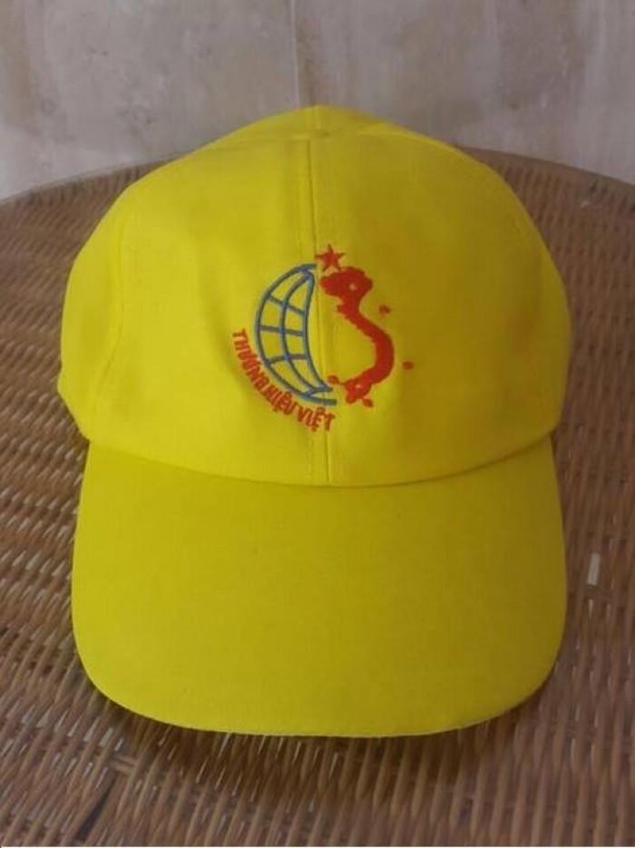 May Lê Thành nhận may gia công, sản xuất nón, mũ. May Lê Thành với nhiều năm kinh nghiệm trong lĩnh vực may gia công, sản xuất nón, mũ. Với đội ngũ tư vấn, thiết kế chuyên nghiệp, đội ngũ công nhân may tay nghề cao, cùng với nhà xưởng, máy móc hiện đại sẽ mang đến cho bạn những mẫu nón, mũ tốt nhất.