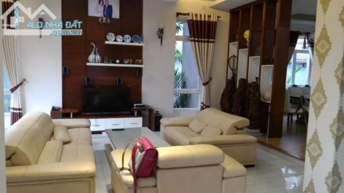 Bán biệt thự VIP ngay Phạm Văn Đồng, Thủ Đức, DT 1300m2, SHR, giá 25 tỷ