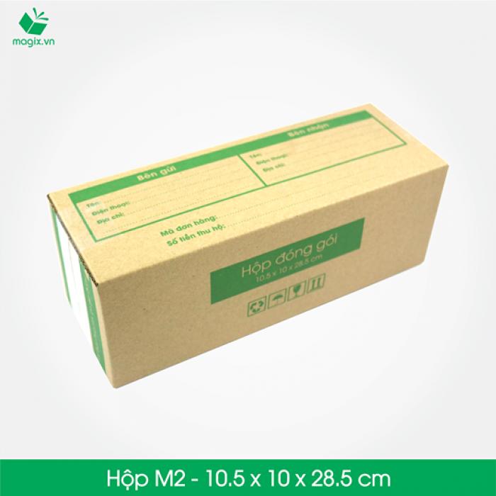 HỘP CARTON ĐÓNG GÓI GIAO HÀNG COD Sản phẩm: MC3 - Size 28.5x10.5x10 cm- Hộp Carton đóng gói gửi hàng thu hộ COD Công dụng: Đóng gói Hộp đựng dù, rượu, dầu gội, chai,các vận phẩm dạng trụ dài,… Phù hợp đóng gói các sản phẩm dạng cao hoặc có khả năng cuộn tròn như: - Giày dép nữ (1 đôi) - Mỹ phẩm: các mỹ phẩm dạng chai như kem, dầu, sữa rửa mặt, nước hoa… - Quần áo: áo thun, đầm, váy (cuộn tròn) - Phụ kiện: dây nịt, kiếng, gậy tự sướng… - Chai lọ nước… - Đèn pin - Bình giữ nhiệt - Bình uống nước Đặc điểm: In thông tin đơn hàng giao nhận gồm Thông tin người gửi, Thông tin người nhận, Mã vận đơn, số tiền thu hộ,…  TIÊU CHUẨN SẢN PHẨM: - Carton 3 lớp sóng B, chịu lực tốt. - Được in sẵn bản điền Thông tin Người gửi – Người nhận và tiền thu hộ COD. - Kích thước được fix sẵn theo nấc vận chuyển giao nhận 250gr, 500gr, 1000gr #ems #viettelpost #shipchung #kerryexpress  #giaohangnhanh #goldship -Hộp Carton được thiết kế tối ưu kích thước khi vận chuyển -Đảm bảo hàng hóa được bảo vệ an toàn -Đem lại trải nghiệm tốt nhất cho Khách hàng3