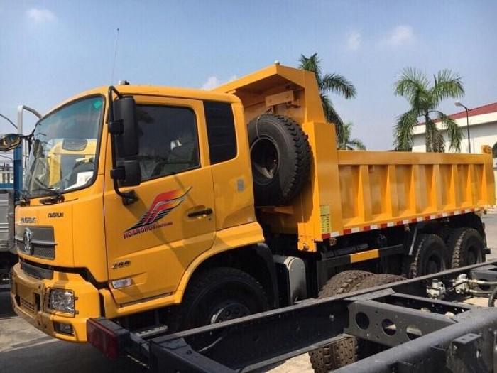 Xe tải ben 3 chân DONGFENG Hoàng Huy hiện tại rất được tin dùng với động cơ to khỏe. Dòng xe đã được khẳng định thương hiệu trên thị trường.