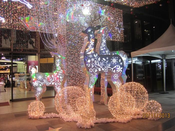 Trang trí tiểu cảnh Noel | Mô hình trang trí Noel, Giáng Sinh với hình chú tuần lộc, quả cầu đèn Led siêu sáng được thiết kế và thi công bởi đội ngũ Ánh Sao Trẻ