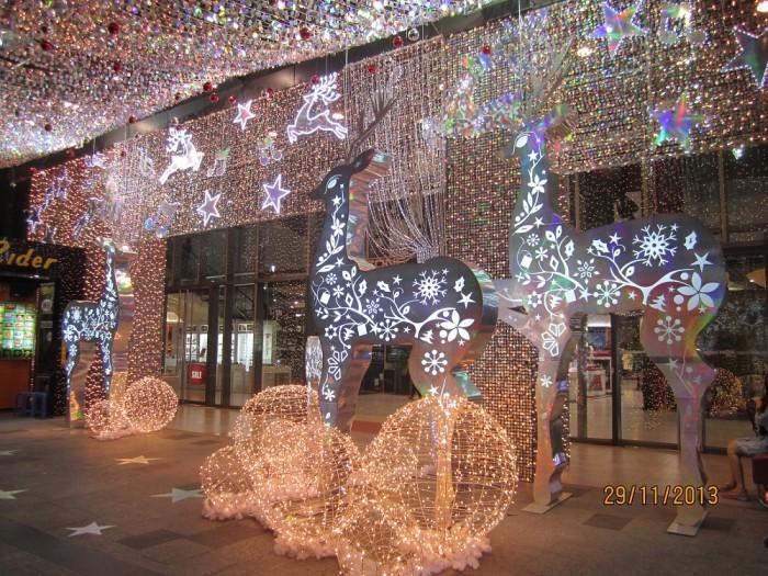 Thiết kế noel đẹp, Mô hình noel, Mô hình mút xốp, Cây thông noel | Cách trang trí Ấn tượng, đẹp nhất Nhanh chóng, tiết kiệm, chất lượng được Ánh Sao Trẻ thực hiện, cho ra các công trình trang trí Giáng Sinh đẹp và lộng lẫy