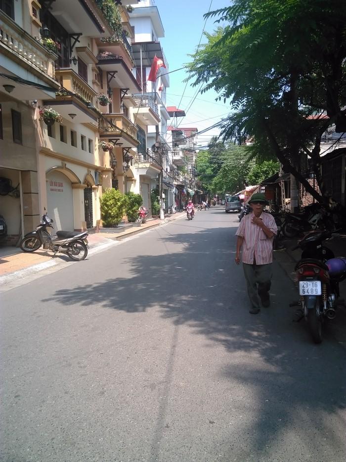 Chính chủ bán đất Tam Trinh, Hoàng Mai, 130m2, mt 9m, giá 41 triệu/1m2, ô tô vào nhà, kd sầm uất