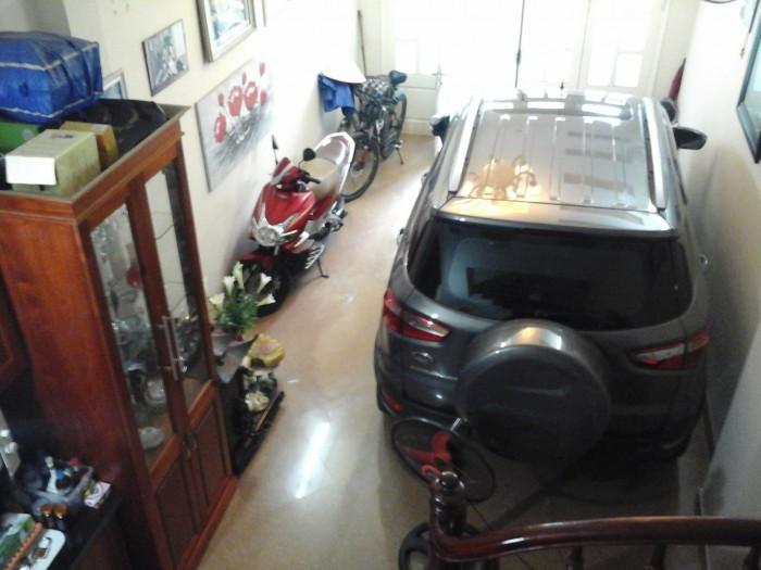 Bán nhà phố Hoàng Văn Thái, 5 tầng, có sẵn gara để ô tô.