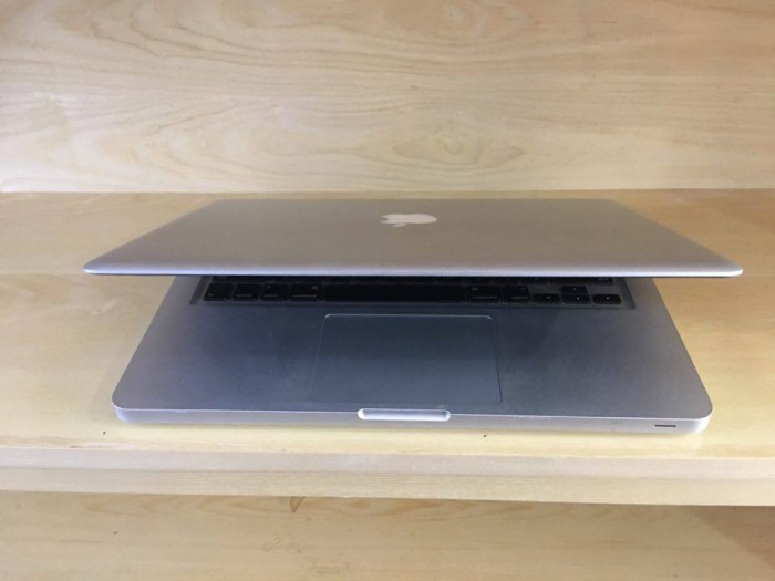 Macbook Pro 13inch | CPU: Intel core 2 Duo 2.26Ghz