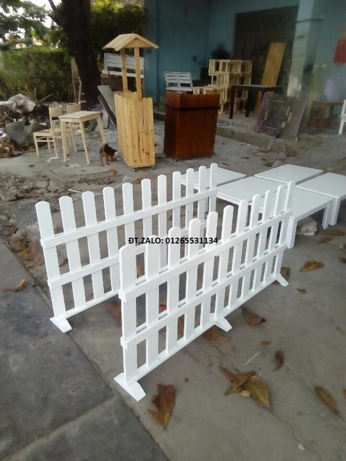Hàng rào vách ngăn trang trí quán.
