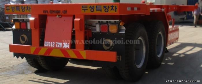 Bán Sơ mi rơ moóc chở container. Nhãn Hiệu Doosung Hàn Quốc: 20feet , 2trục. Tải trọng 29.150 kg