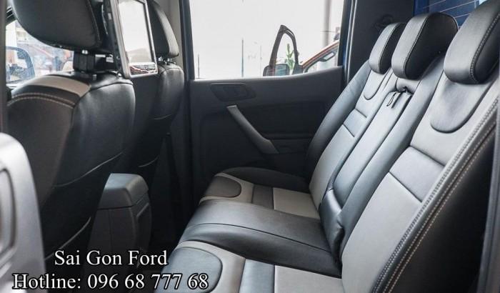Không chỉ hàng ghế trước, cả hàng ghế sau trên xe Ford Ranger 2017 cũng được thiết kế theo phong cách sang trọng đầy chuẩn mực Mỹ |  Liên hệ Trung Hải - 096 68 777 68 (24/24) để lên lịch lái thử ngay