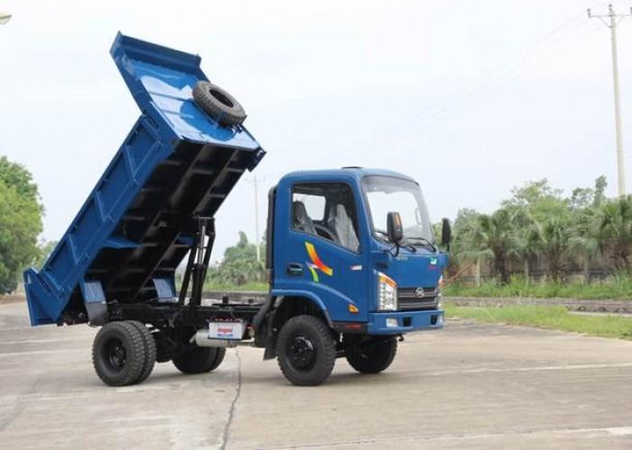 Xe tải veam vt200 vào thành phố ban ngày