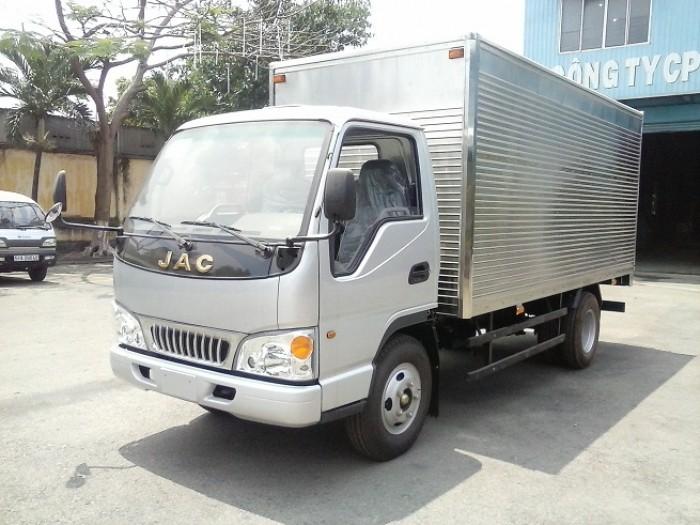 Xe tải Jac 2.4 tấn có độ bền cao được đảm báo thông qua quá trình kiểm tra nghiêm ngặc tại nhà máy Jac Việt Nam trước khi đưa đến tay người tiêu dùng. Cabin khung thép hàn được nhập khẩu.