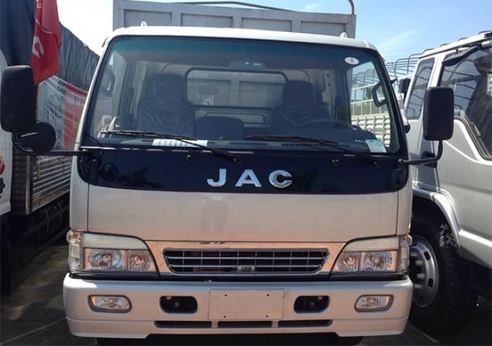 Xe tải JAC 5T- người bạn đồng hành của khách hàng trên mọi chặng đường