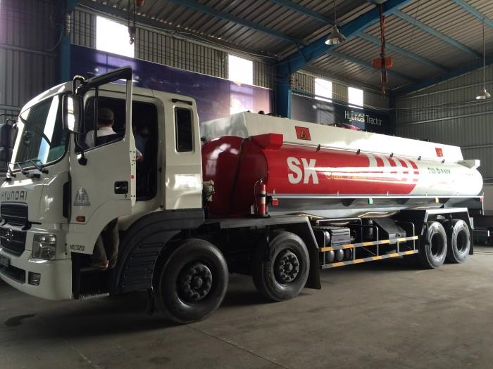 Hyundai HD320 chở xăng dầu – Xitec dầu 22m3 Ô Tô Hyundai HD320 Xitec chở dầu Trọng tải: 16.250 kgTự trọng: 13.590 kgTổng tải: 30.000 kg