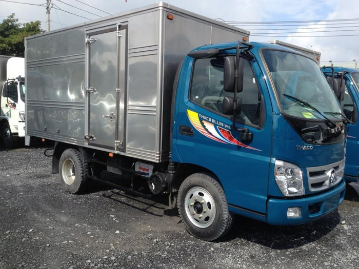 Thaco Ollin 345 tải trọng 2.4 tấn chạy trong thành phố máy ISUZU.
