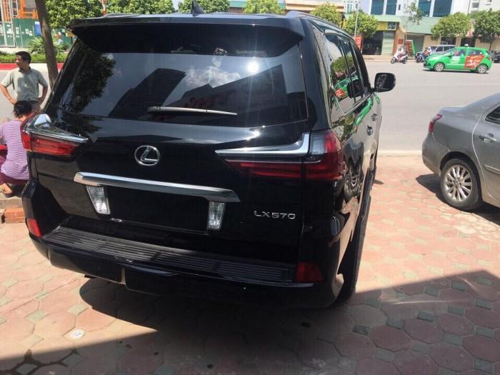 Giao ngay xe mới nhập khẩu Mỹ Lexus LX570 màu đen, bảo hành 36 tháng.