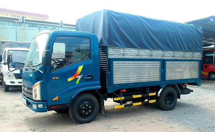 Xe tải 2,4 tấn vào phố Veam VT252-1, động cơ Hyundai D4BF, thùng 4m14