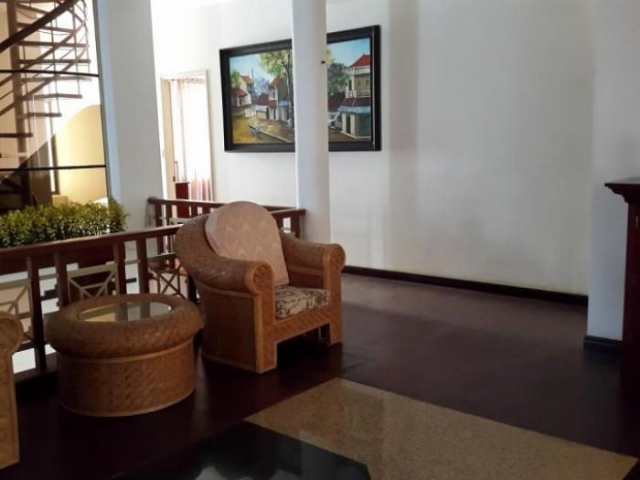 Bán nhà Huỳnh Văn Bánh, ở liền trước tết, DT: 6x20m, 1 trệt 4 lầu, nội thất cao cấp.