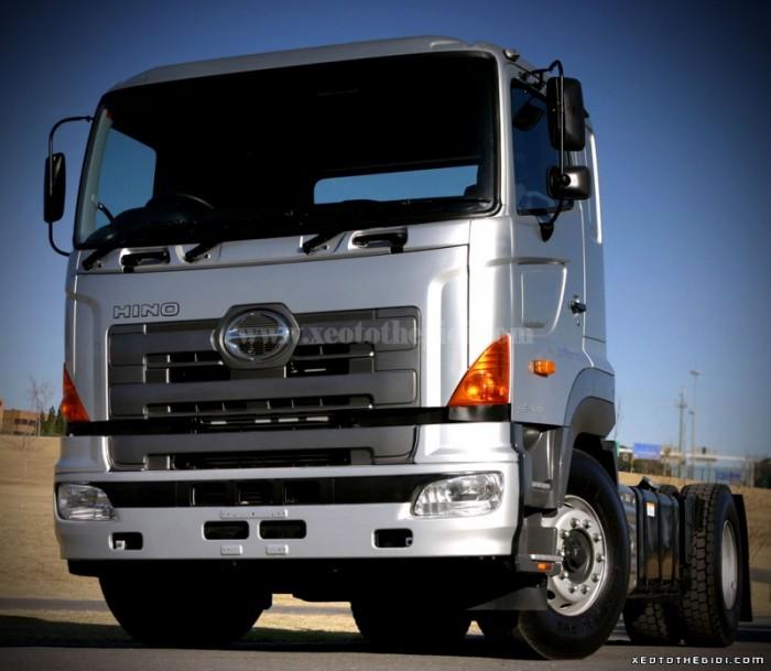Xe đầu kéo Hino 72013 1 cầu SH1EEVA tổng tải trọng kéo theo của xe 45 tấn