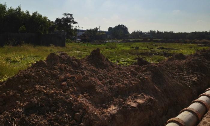 Cần bán  gấp lô đất mặt tiền đường Phùng Hưng, giá 2tr6/m2.